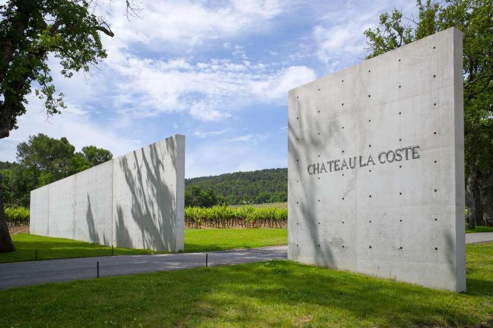 Façade de l'entrée du chateau La Coste